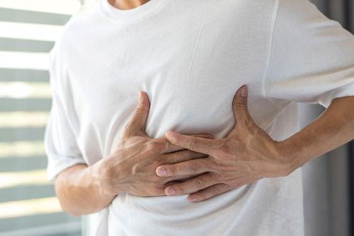 Einatmen beim stechender unter schmerz rechten der brust Wenn die